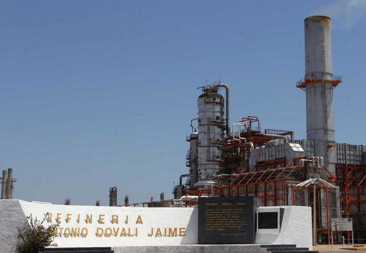 Pemex busca reducir el uso de combustoleo en la refinería Antonio Dovalí Jaime, en Salina Cruz, Oaxaca. (noticiasnet.mx)