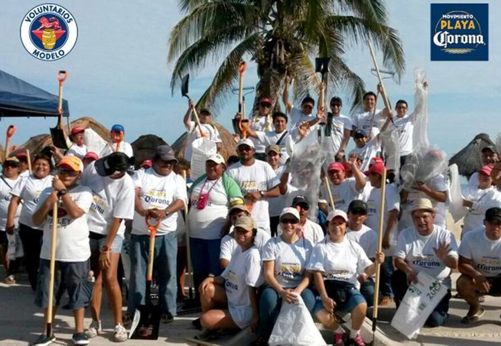 Imagen del Movimiento Playa Corona en el Malecón de Progreso, Yucatán. (Foto tomada del Twitter @VoluntModelo)