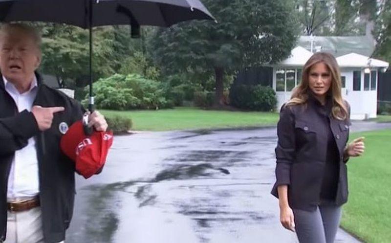 Trump no comparte su paraguas con Melania