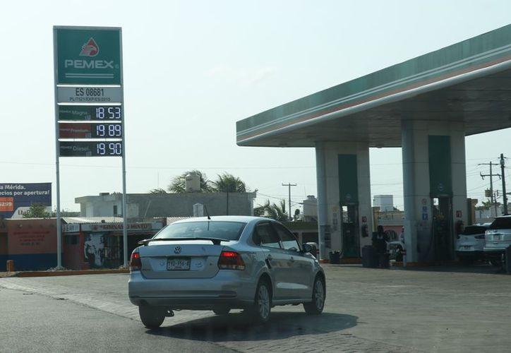 El alto precio de los combustibles genera molestia entre los conductores. (Jorge Acosta)