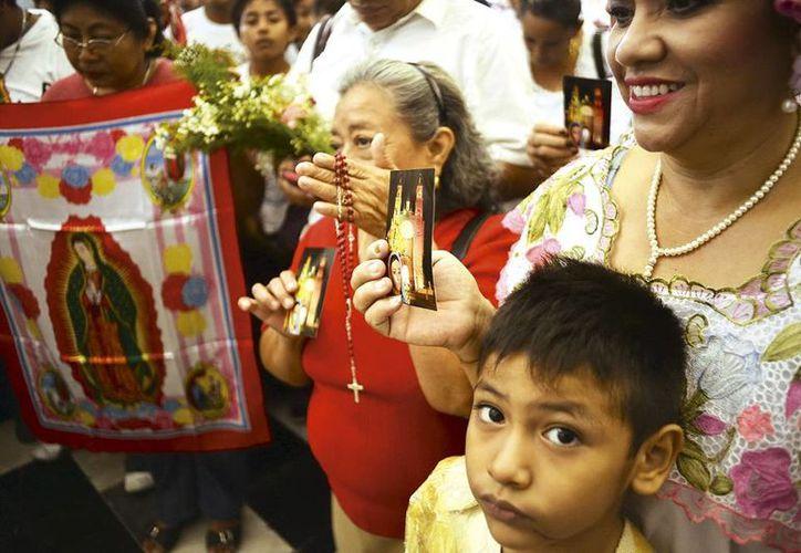 Padres de familia enseñan desde pequeños a los niños a rendirle culto a la Morenita del Tepeyac. (Milenio Novedades)