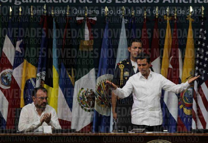 El presidente de México, Enrique Peña Nieto, dio la bienvenida a los participantes a la asamblea de la OEA. (Israel Leal/SIPSE)