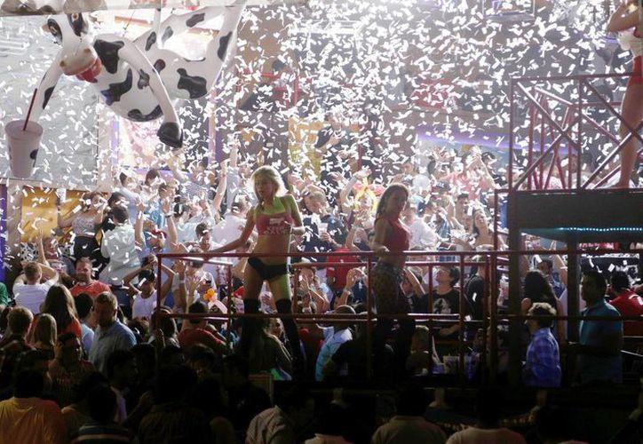 Los centros nocturnos fueron visitados por un miles de turistas. (Israel Leal/SIPSE)