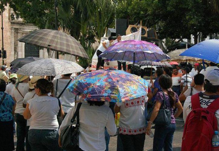 Ayer fue un sábado 'candente' en Mérida: la temperatura superó los 34 grados. (Wilbert Argüelles/SIPSE)