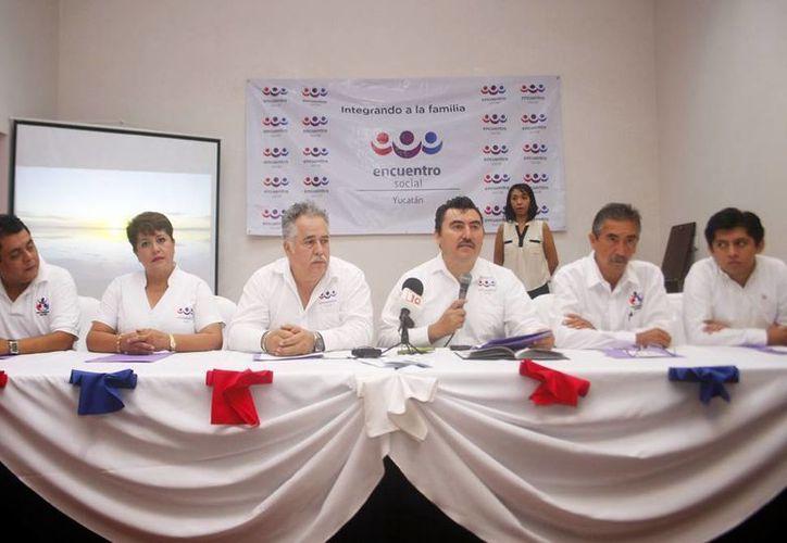Wilbert Quintal Correa y Luis Carter Castañon son respectivamente el presidente estatal y secretario estatal del PES en Yucatán. (Milenio Novedades)