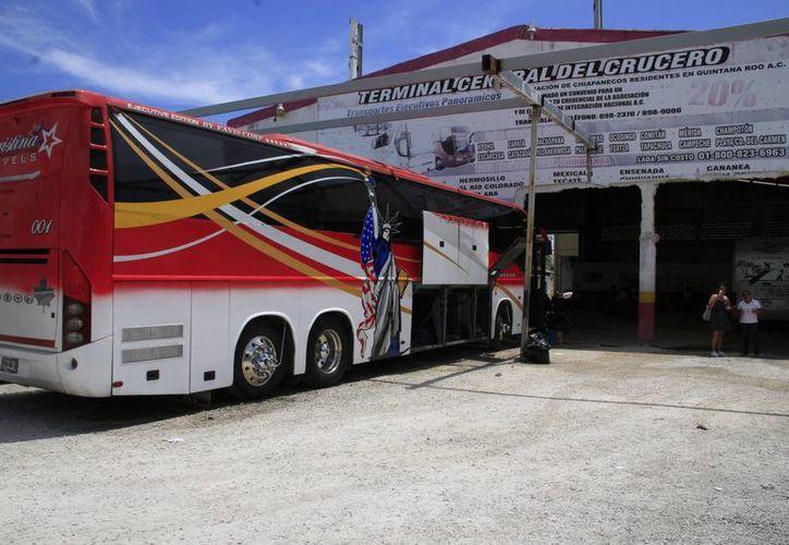 En la temporada vacacional aumentará la demanda del transporte foráneo. (Tomás Álarez/SIPSE)