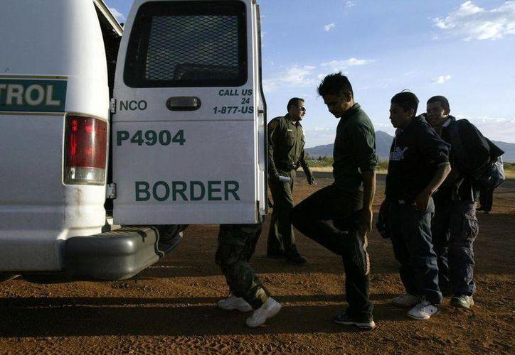 Los inmigrantes rescatados en Texas aparentemente se escabulleron a bordo en Laredo. Foto de contexto. (Archivo/AP)