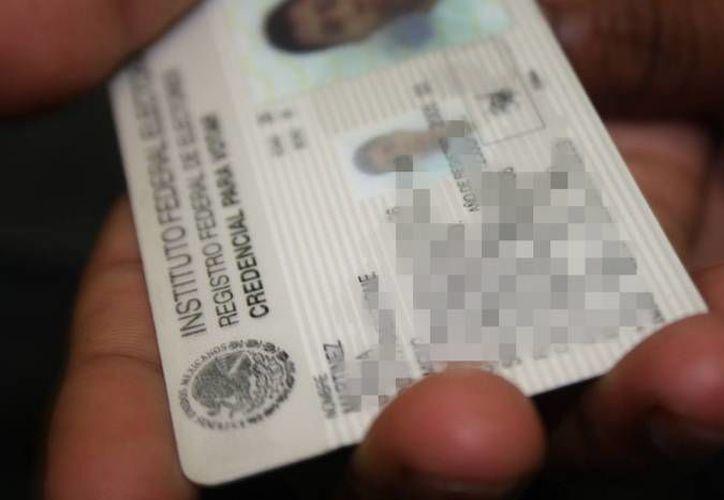 La autoridad electoral también recomienda a la población renovar las credenciales con terminación 018. (Redacción/SIPSE)
