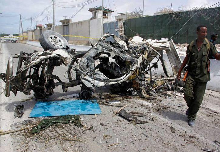 Doble ataque terrorista en Somalia dejó saldo de 13 muertos, cerca de una oficina de la ONU. (AP)