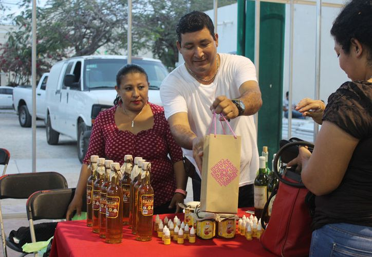 Se reunieron varios artesanos de Quintana Roo en la exposición. (Foto: Sara Cauich)