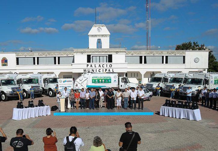 Se adquirieron 54 vehículos para diferentes áreas del Ayuntamiento de Solidaridad. (Foto: Redacción)