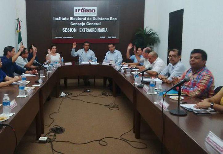 La sesión del Ieqroo se realizó por encima de las quejas de petistas. (Gerardo Amaro/SIPSE)