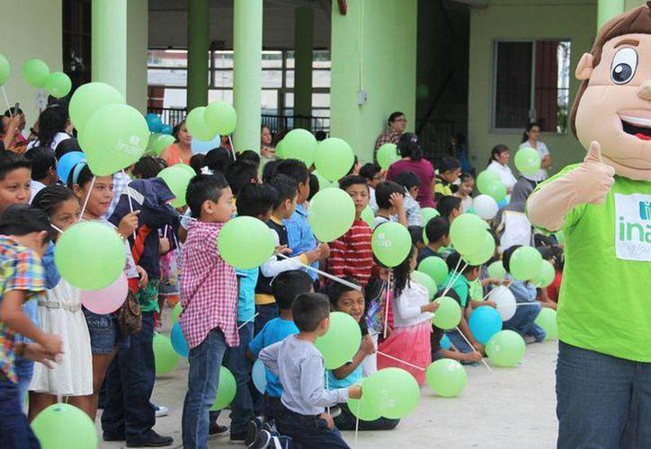 Niños de la primaria Candelaria Ruz Patrón, del municipio de Progreso, aprendieron sobre la transparencia y el derecho a la información. (SIPSE)