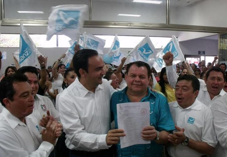 El Partido Nueva Alianza publicó en su cuenta de Twitter una imagen tras el registro de Nerio Torres Arcila como su candidato común a la Alcaldía de Mérida. (twitter/@NAYucatan)