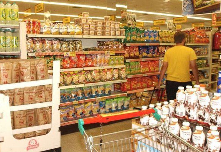 Algunas personas sólo aportan cuando se les sugiere al pagar en la caja de los supermercados. (Archivo/SIPSE)