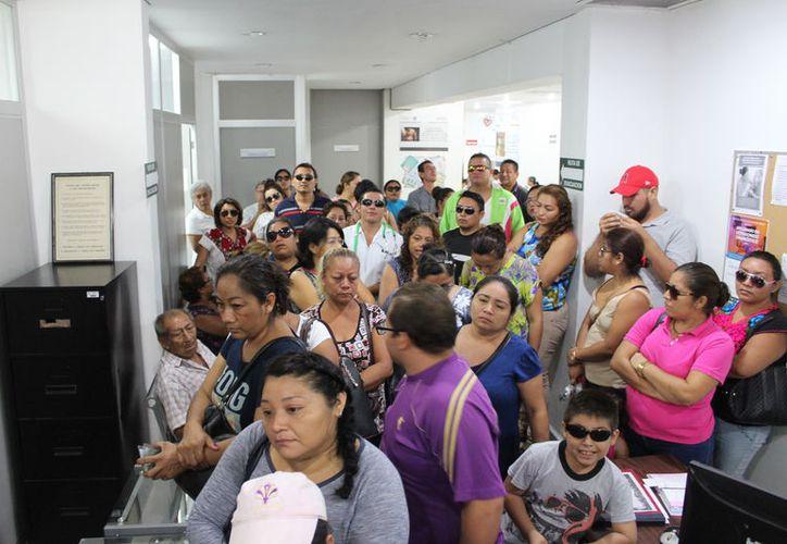 Los enfermos piden atención médica y que les liberen el certificado de incapacidad para presentarlos en sus centros de trabajo. (Joel Zamora/SIPSE)
