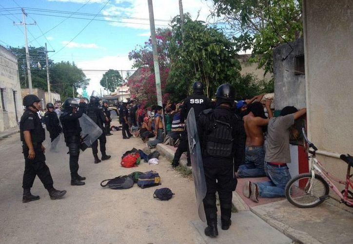 La violencia se desbordó en Temax, en donde la policía retuvo a varias personas a quienes cateó. El PRI denunció que hay por lo menos 2 muertos.