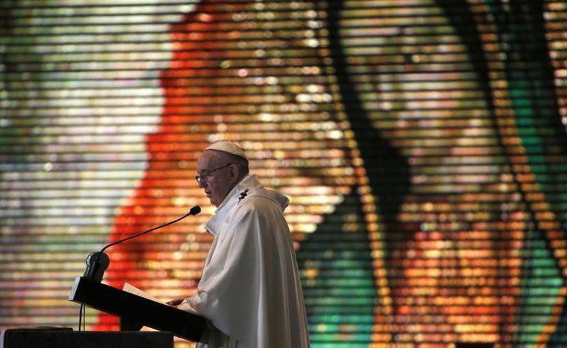 Una vez oficiada la misa en la Basílica de Guadalupe, este sábado, el Papa continúa este domingo sus actividades en la Ciudad de México y el Estado de México. (AP)