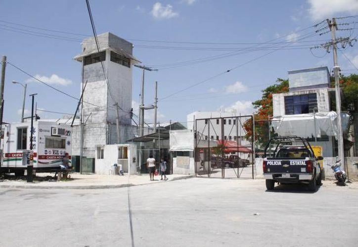 La noche de ayer, los tres detenidos fueron trasladados al Centro de Reinserción Social de Cancún. (Redacción/SIPSE)