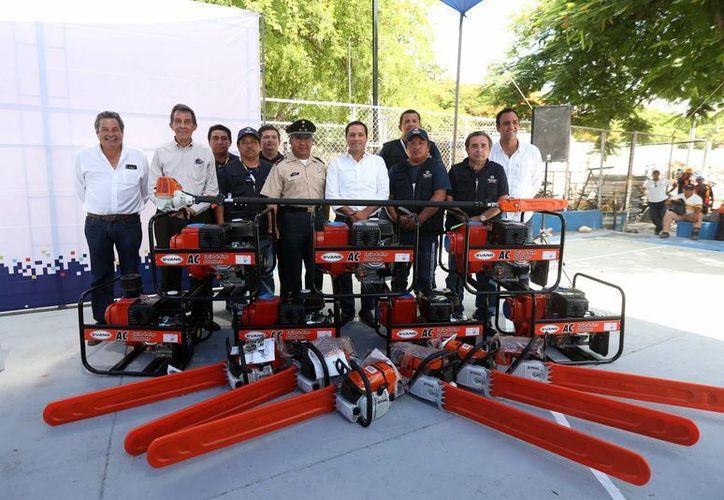 El alcalde Mauricio Vila entregó este lunes equipos para reforzar la capacidad de operación del Ayuntamiento en caso de alguna contingencia. (Fotos cortesía del Ayuntamiento de Mérida)