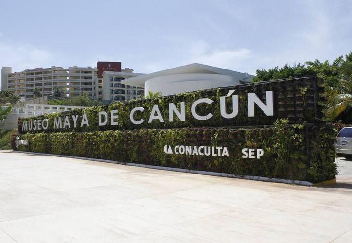 La apertura de la exposición estuvo a cargo del Antropólogo Diego Prieto Hernández, Director General del Instituto Nacional de Antropología e Historia. (Archivo/SIPSE)