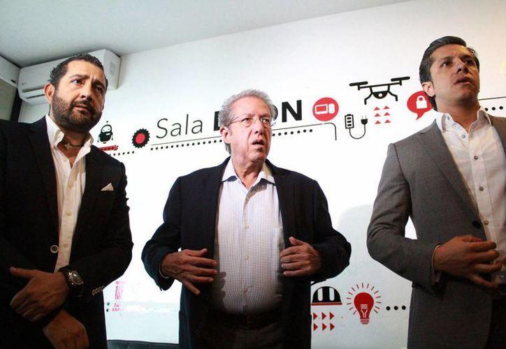 Los representantes de ProMéxico de Canadá y Cuba durante la reunión. (Luis Soto/SIPSE)