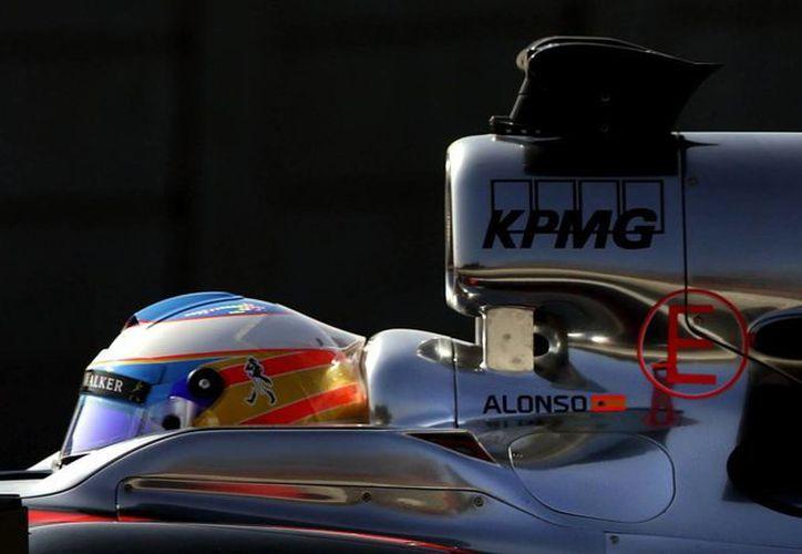 McLaren Confía en que Alonso pase la prueba física que exige la FIA para volver a subirse al monoplaza. (Foto: EFE)