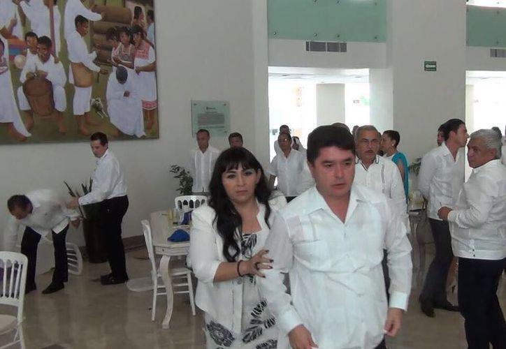La trifulca se registró durante el desayuno del 43 aniversario de Quintana Roo, realizado el domingo pasado en Chetumal. (SIPSE)