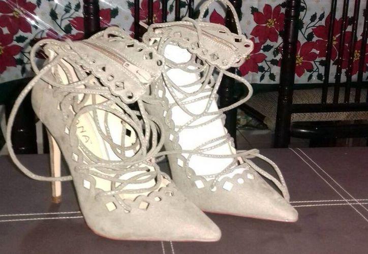A una ama de casa le vendieron dos zapatos de un mismo pie, durante las ventas por El Buen Fin, en Mérida. (Milenio Novedades)