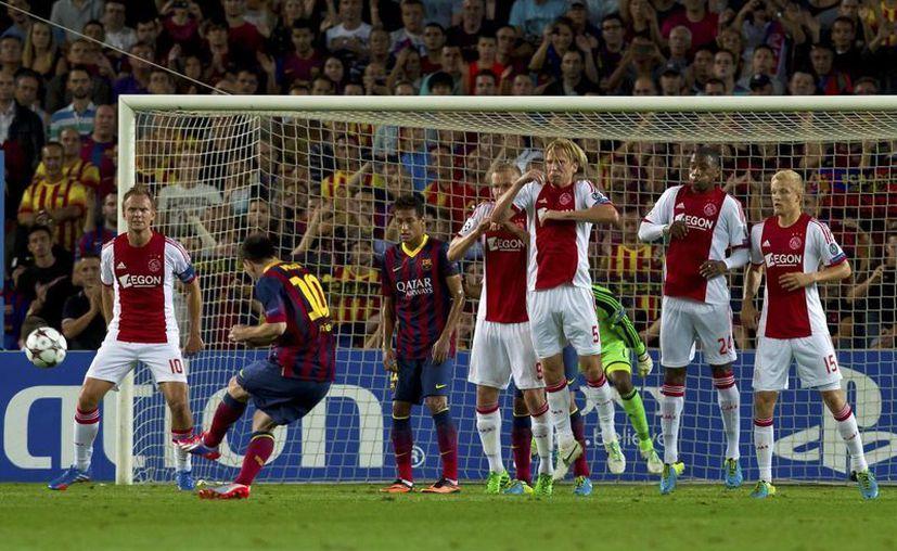Con un golazo de tiro libre que pegó en un poste, Messi abrió el marcador. Neymar simplemente debutó en Champions. (Agencias)
