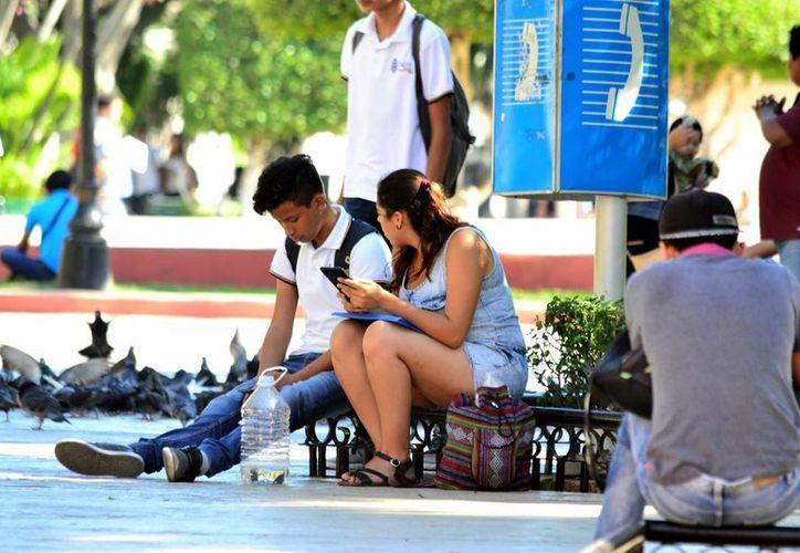 Influencia de otras culturales y las nuevas tecnologías han hecho que muchas parejas yucatecas adopten sistemas de vida no solo diferentes sino opuestos a los que existían hace décadas. (Daniel Sandoval/SIPSE)