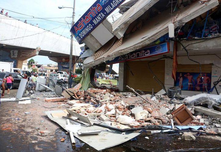 Hasta ahora han contabilizado 238 personas fallecidas y centenares de edificios destruidos. (AP)