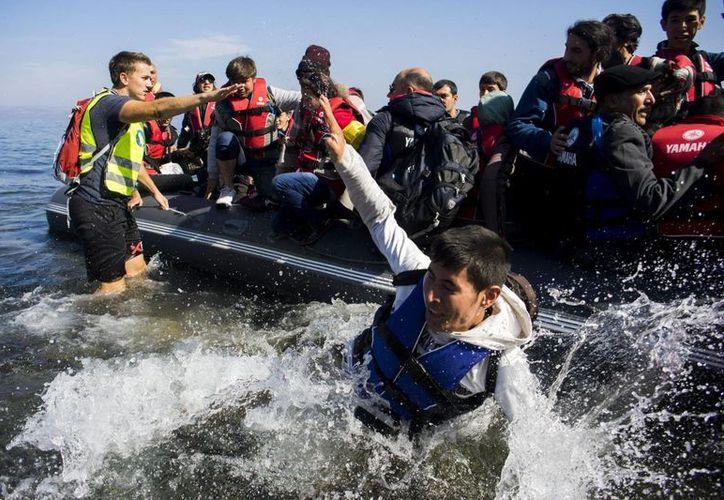 En tan solo dos días fueron puestos a salvo casi dos mil inmigrantes que intentan llegar a Europa cruzando el Mediterráneo. (EFE/Archivo)