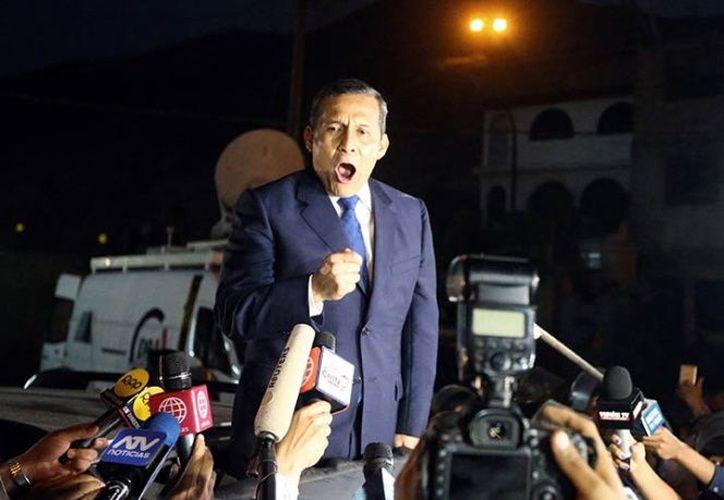 El expresidente de Perú, Ollanta Humala, y su esposa salieron de prisión para enfrentar en libertad las investigaciones. (Foto: AFP)