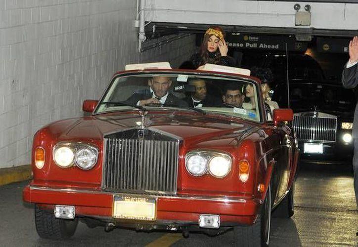 Se cree que este Rolls-Royce Corniche III es el único vehículo propiedad de la cantante. (celebritycarsblog.com)