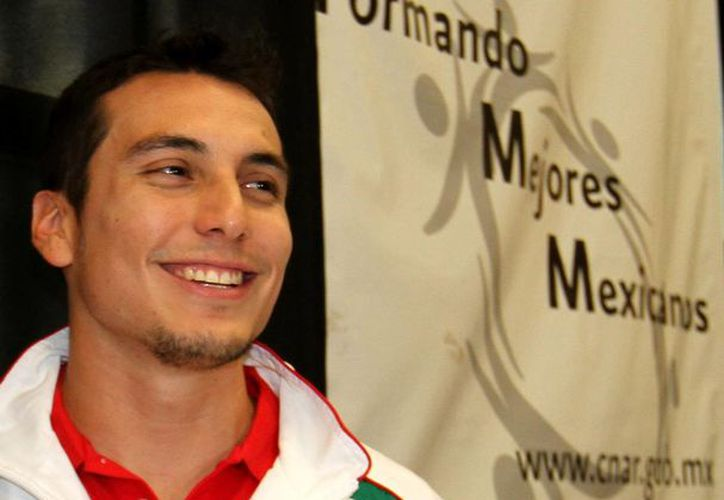 Rivera continua con sus entrenamientos en el estadio Tecnológico de Monterrey de cara al 2014 y para el arduo camino rumbo a los olímpicos de Río de Janeiro, Brasil, en 2016. (Archivo Notimex)