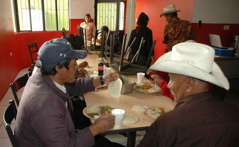 Pide al gobierno de Peña Nieto reconocer su labor y protegerlos, (Notimex)