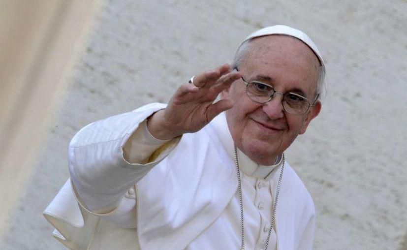 El papa Francisco se queja que la prensa divulgue más a los sacerdotes problemáticos a los  valientes, buenos y fieles. (Agencias)