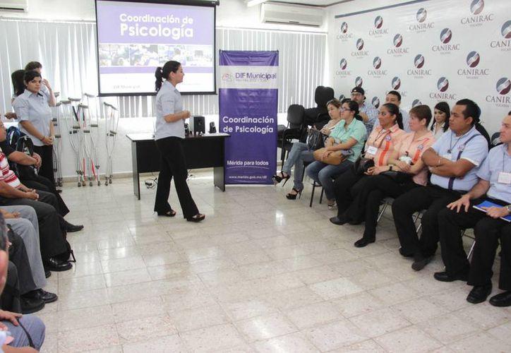 Los cursos de sensibilización a restauranteros, para que aprendan a atender a personas con discapacidad, comenzaron el martes en Mérida. (SIPSE)