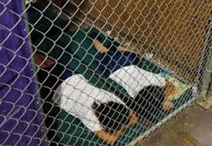 México considera inaceptables las políticas que permiten la separación de los niños de sus padres migrantes. (Twitter de AZCentral.)