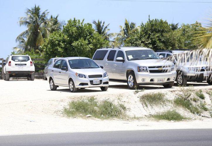 Las unidades grandes son difíciles de conseguir y los vehículos pequeños están reservados. (Israel Leal/SIPSE)