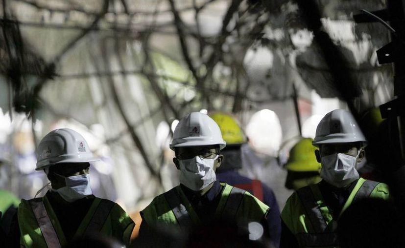 Continúan las labores de rescate en busca de más víctimas. (Agencias)