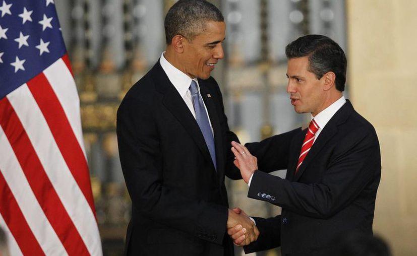 Peña Nieto indicó que las medidas migratorias de Obama beneficiarán a un gran número de mexicanos residentes en EU. La imagen corresponde a la reunión que sostuvieron en febrero pasado en Toluca, Edomex. (Archivo/SIPSE)