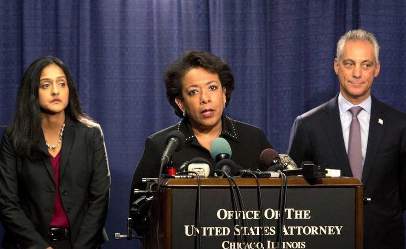 El Departamento de Justicia, que encabeza Loretta Lynch, difundió el viernes un informe sobre los abusos de derechos civiles en los que ha incurrido durante años el Departamento de Policía de Chicago. (AP/Teresa Crawford)