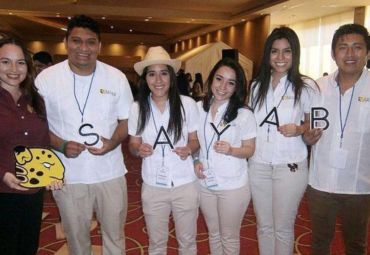 Sayab está conformado por un grupo de estudiantes que comercializan la botana regional 'Sikil pak' enlatada. (Milenio Novedades)