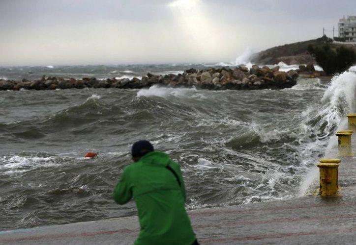Es raro que ocurra un clima de tipo ciclón, sin embargo, este será el tercer año consecutivo en que se produzca en la región. (Debate)