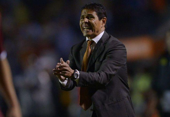 Alfonso Sosa deja desde hoy de ser el entrenador de Leones Negros de la Universidad de Guadalajara, que a partir de la próxima campaña volverán a jugar en la Liga de Ascenso MX. (100x100fan.mx)