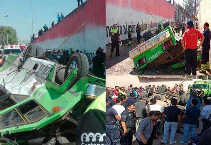 Un microbús que circulaba sobre la avenida Nacional en dirección a Venta de Carpio, en la carretera México -Tulancingo, cayó de un puente vehicular y terminó volcado. En el accidente murieron tres personas. (Foto tomada de elsoldemexico.com.mx
