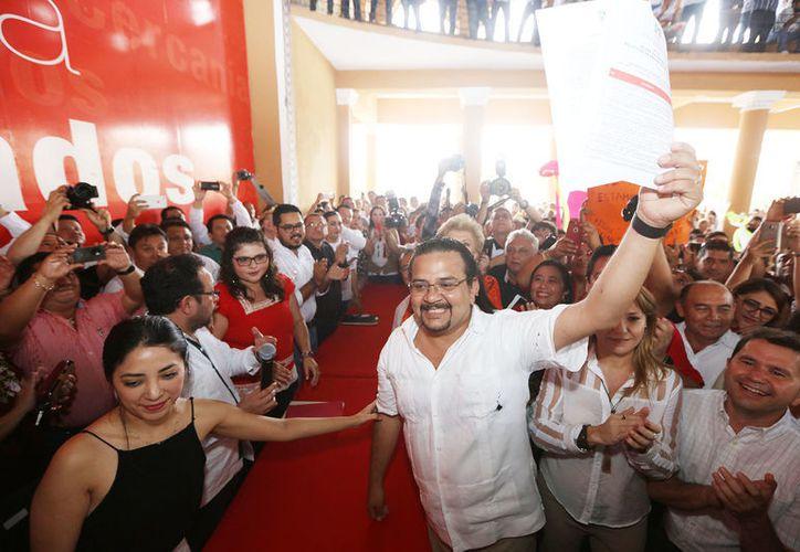 El exdirector de la Japay estuvo acompañado de aproximadamente tres mil simpatizantes. (PRI Yucatán)