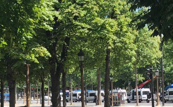 En su cuenta oficial de Twitter la prefectura policial parisina ha instado a evitar el entorno del lugar en que se está produciendo la operación. (Twitter/@Cuenta verificada @MelissaBellCNN)